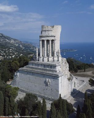 6e : Le trophée des Alpes et les pouvoirs de l'empereur romain