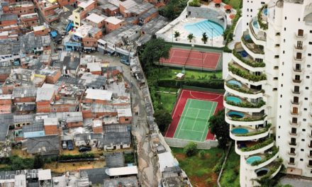 Image illustrant l'article 2000.hdsave.17-ouv-favela-bresil de Clio Collège