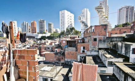 Image illustrant l'article Favelas (bidonvilles) et quartiers résidentiels à São Paulo (©João Marcos Rosa quartier de Paraisopolis) de Clio Collège