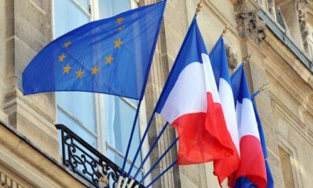 Image illustrant l'article ©Marianne L'amendement sur le drapeau tricolore dans les écoles de la République de Clio Collège